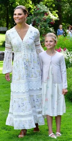 Victoria Prince, Princess Victoria Of Sweden, Crown Princess Victoria, Beauty And Fashion, Royal Fashion, Fashion Looks, Princesa Victoria, Princesa Diana, Indian Fashion Trends