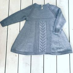 Baby Sweater Patterns, Baby Cardigan Knitting Pattern, Baby Dress Patterns, Baby Knitting Patterns, Girls Knitted Dress, Knit Baby Dress, Knit World, Knit Baby Shoes, Knitting For Kids