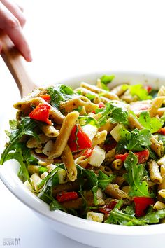 5 Ingredient Pasta Salad Recipe -- super quick and easy, super flavorful, and SUPER good!   gimmesomeoven.com