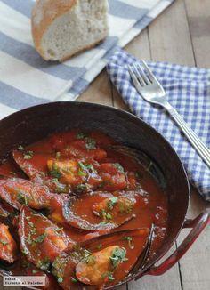 Receta de mejillones con salsa de tomate picante. Con fotos paso a paso del proceso de elaboración y presentación. Receta de aperitivo o...