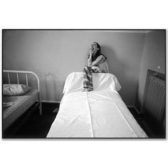 Mary Ellen Mark - Ward 81 - 300B-054-22A