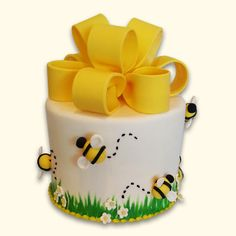 We LOVE everything about bees and beehives. Check out these awesome cake decorating ideas. Camo Wedding Cakes, White Wedding Cakes, Bee Cake Pops, Bee Birthday Cake, Bumble Bee Cake, Honeycomb Cake, Bee Cakes, Dragon Cakes, Bee Party