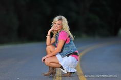 senior picture poses | ... take a bad picture of. Jaci is my first official senior for 2011