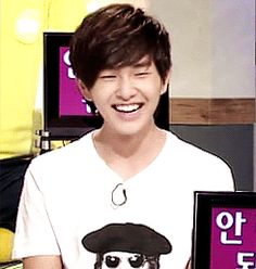 SHINee's Onew - his smile is so contagious :)