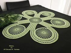 Study In Circles Crochet Motif Table Runner Pattern Crochet Fall, Crochet Round, Crochet Home, Crochet Motif, Crochet Designs, Crochet Doilies, Crochet Stitches, Tunisian Crochet, Crochet Table Runner Pattern