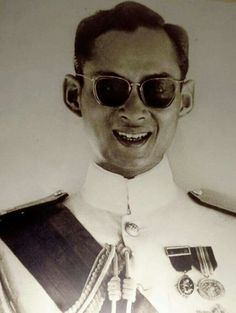 HM the King of Thailand ทรงพระเจริญ