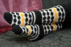Knitting Charts, Knitting Socks, Marimekko, Throw Pillows, Pattern, Crafts, Diys, Brain, Exercise