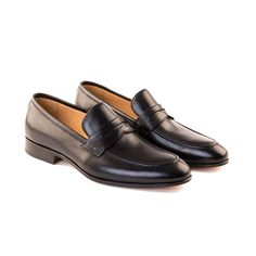 - Italian leather loafer - Blake construction - Cushioned full leather insole for comfort - Full leather lining, Full leather heel, Full leather sole Simple, class and style in one, the loafer every g