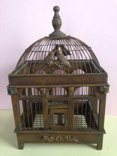 Online veilinghuis Catawiki: Een decoratieve houten vogelkooi