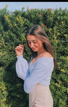 Cute Poses For Pictures, Photoshoot Ideas, Youtubers, Off Shoulder Blouse, Christmas Diy, Lifestyle, Outfits, Women, Fashion