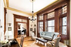 Oscar-nominated actress Jessica Chastain has just purchased an incredible Osborne apartment once owned by legendary composer Leonard Bernstein. New York Apartments, New York City Apartment, Manhattan Apartment, New York Homes, New Homes, Jessica Chastain, Studio Apartment Decorating, Luxury Decor, Living Room Interior
