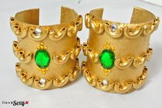 DIY Cleopatra cuffs so cute! you could do that for anything for kids dress up outfits halloween makerspace Egyptian Crafts, Egyptian Party, Egyptian Jewelry, Egyptian Costume Kids, Egyptian Outfits, Costume Halloween, Halloween Fun, Festa Monster High, Jasmine Party