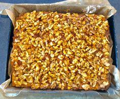 Miodownik z orzechami i masą grysikową - Blog z apetytem Cake Recipes, Snack Recipes, Cooking Recipes, Snacks, Vegetarian Cake, Bread Machine Recipes, Food And Drink, Sweets, Vegan