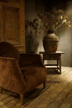 Love the muted colors Interior Exterior, Interior Design, Belgian Style, Deco Floral, Little Brown, Wabi Sabi, Color Themes, Home Furnishings, Armchair