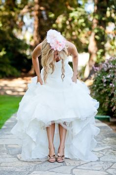 wedding shoes. Cute pic!    #thebridalcollection