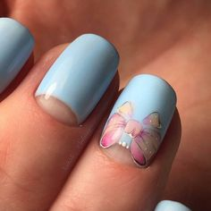 Blue manicure, figure on the nails bow