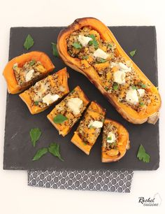 Courge Butternut farcie quinoa et chèvreYou can find How to cook squash and more on our website.Courge Butternut farcie quinoa et chèvre Healthy Recipes On A Budget, Healthy Dinner Recipes, Vegetarian Recipes, Healthy Food, 21 Day Fix, Vitamin A, How To Cook Squash, Plats Healthy, Eat Better