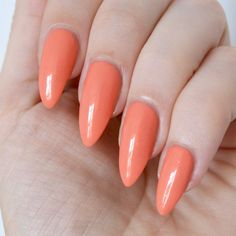 The Essie Summer 2017 Collection Is Here! Essie 'fondant of you' (summer collection - peach nailsEssie 'fondant of you' (summer collection - peach nails Peach Nails, Orange Nails, Pastel Nails, Summer Nails Almond, Almond Nails, Nail Summer, Essie, Nail Art Techniques, Christmas Manicure