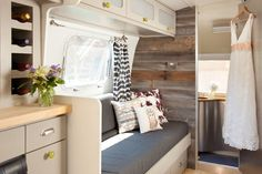 142 Amazing RV Camper Interior Renovation for Happy Camper Travel Trailer Interior, Rv Travel Trailers, Travel Trailer Remodel, Airstream Interior, Vintage Airstream, Camper Trailers, Airstream Rental, Vintage Campers, Vintage Trailers