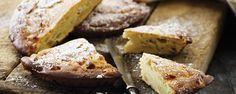 Äppelkaka med ricotta - INGREDIENSER  2 ägg 180 g socker 200 g vetemjöl 50 g smör 1 msk bakpulver 1,5 dl mjölk 200 gram Galbani Ricotta 1 ekologisk citron 3 stora äpplen (t.ex. Golden Delicious)