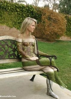 Amazing (and creepy) 3D body painting