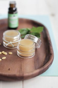 DIY Homemade Peppermint Lip Balm that's soft on the lips and moisturizes.DIY Homemade Peppermint Lip Balm that's soft on the lips and moisturizes. Plus, you can use this lip balm as lotion or headache relief! Diy Lipbalm, Diy Cosmetic, Homemade Lip Balm, Homemade Perfume, Homemade Deodorant, Homemade Soaps, Lip Balm Recipes, Salud Natural, Lip Scrubs