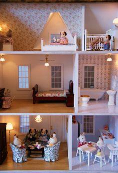 Pookie Fig The Dollhouse -Vermont Farmhouse Jr Girls Dollhouse, Dollhouse Kits, Modern Dollhouse, Dollhouse Miniatures, Dollhouse Interiors, Painted Lady House, Calico Critters Families, Cardboard Dollhouse, Diy Christmas Presents