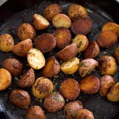 Garlic Butter Potatoes -Roasted Perfectly | Sunday Supper Movement Butter Potatoes, Parmesan Roasted Cauliflower, Roasted Garlic, Vegetable Dishes, Potato Recipes, Side Dishes, Veggies, Cooking Recipes