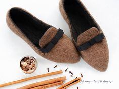Pointed flats Stylish Felted Slippers Women Felted slippers Green Slip-on Shoes Flat Ballerinas Rubber Soles House shoes Handmade Slippers Wool Shoes, Felt Shoes, Pointy Flats, Shoe Wardrobe, Felted Slippers, Slipper Boots, How To Make Shoes, Womens Slippers, Slip On Shoes