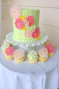 cake with matching cupcakes..chocolate flowers