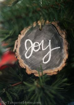 Chalkboard Wood-Slice Ornaments #DIY #Christmas