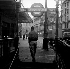 1956: Downtown Soho. | 31 Gorgeous Photos Of The London Underground In The '50s And '60s