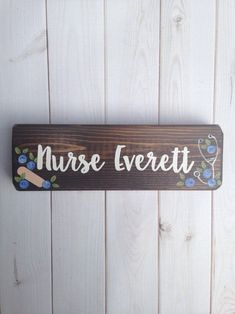 Nurse Desk Sign - Nurses Office decor - Nurse name plate - Nurse Gift - Office Desk Nurse Office Decor, School Nurse Office, Gifts For Office, Nurse Decor, School Nursing, Nursing Graduation, Funny Nursing, Nursing Quotes, Nursing Memes