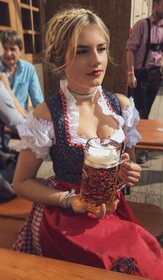 German Girls, German Women, Octoberfest Girls, Drindl Dress, Beer Maid, Oktoberfest Outfit, Hot Country Girls, Beer Girl, Pin Up
