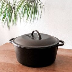 "This Dutch girl got a dutch oven! And wow, I love the way this thing looks 😃 When saying so to my mom she said: ""Even with you being into not having a lot of stuff, you are still quite materialistic."" To that I said: ""Well yes, I don't want to have a lot of stuff, but the things I do have, I want too add value to my life and look great doing so, something I can love."" That she understood  Anyway, I seasoned it last night, even though it came preseasoned. And today I will be trying it with a… Things I Want, Things To Come, Materialistic, Dutch Oven, Mom, Night, Life, Instagram, Iron Pan"