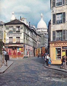 Montmartre, ( a village in Paris ) in the 60s Le Consulat cafe restaurant is one f the most ancient place to have a drink or a meal. It has been open for decades. in Montmartre, you can really walk in the footsteps of the greats. It was visited by many artists, writers and painters in the 19th century : Picasso, Sisley, Van Gogh, Toulouse-Lautrec and Monet to name but a few. Paris At Night, Montmartre Paris, Francia Paris, Paris France, Old Paris, Paris Love, Paris Travel, France Travel, Travel Sights