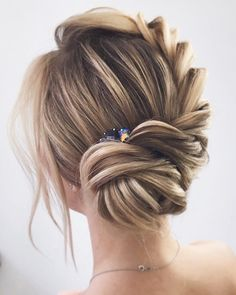 wedding updo,bridal hairstyles,hairstyles,wedding hairstyles,updo hairstyles #weddinghair #hairstyles