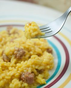 Risotto alla milanese con salchichas paso a paso Risotto Milanese, Rice Pasta, Milanesa, Recipies, Food And Drink, Soup, Cooking Recipes, Meals, Healthy
