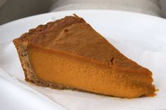 The Healthiest, Most Delicious Pumpkin Pie Ever This is the go-to pie we eat at Thanksgiving. I can't call it because honey and pumpkin are not approved, but it's close enough for Thanksgiving. Low Carb Pumpkin Pie, Easy Pumpkin Pie, Vegan Pumpkin Pie, Pumpkin Pie Recipes, Low Carb Desserts, Low Carb Recipes, Healthy Recipes, Protein Recipes, Healthy Desserts