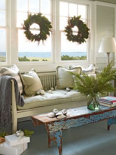 New Home Interior Design: Christmas Decoration - part 4 Cottage Christmas, Beach Christmas, Coastal Christmas, Simple Christmas, Christmas Holiday, Christmas Ideas, Christmas Room, Silver Christmas, Outdoor Christmas