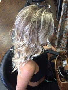 Beach blonde hair #highlights#beachhair#curls#onelength