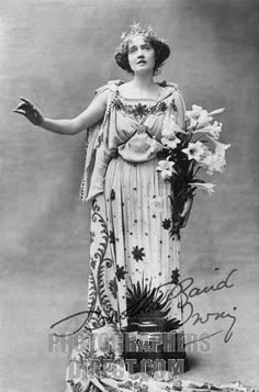 Dorothea Baird as Trilby OFerrall in Trilby at The Haymarket Theatre , London , 1895 . English actress , 20 May 1875 – 24 September 1933 . S...