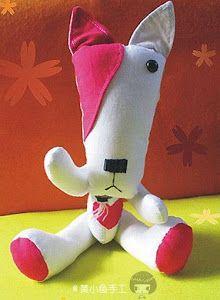 ¿Te gustan estos peluches con forma de perritos? Pues con estas plantillas podrás hacerlos tú mismo.