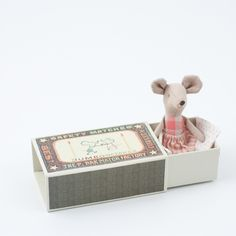 little mouse sleeps well in the vintage style box...