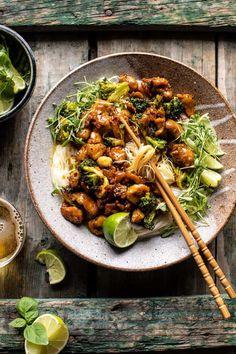 25 Minute Thai Black Pepper Chicken and Garlic Noodles. 25 Minute Thai Black Pepper Chicken and Garl Thai Chicken Noodles, Garlic Noodles, Bbq Chicken Salad, Black Pepper Chicken, Asian Recipes, Healthy Recipes, Lentil Recipes, Healthy Breakfasts, Healthy Snacks