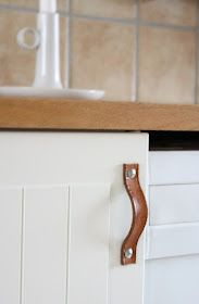 25 Recycling Ideas to Add Unusual Handmade Knobs and Pull Handles to Interior Decorating – Lushome Kitchen Cabinets Handles And Knobs, Redo Kitchen Cabinets, Kitchen Cabinet Handles, Knobs And Handles, Diy Cabinets, Drawer Handles, Knobs And Pulls, Pull Handles, Recycled Kitchen