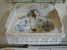 ♥ ~ ♥ Blue and White ♥ ~ ♥ Victorian Blue Transfer Basin and Bracket by Johnson Bros. Victorian Interiors, Victorian Decor, Victorian Homes, Victorian Bathroom, Vintage Industrial Decor, Shabby Vintage, Beautiful Bathrooms, Home Interior, Shabby Chic Decor
