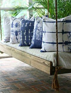 minute pillow with an invisible zipper DIY shibori dyed pillowDIY shibori dyed pillow Diy Throw Pillows, Gold Pillows, Couch Pillows, Decorative Pillows, Cushions, Linen Pillows, Outdoor Sofa, Outdoor Decor, Outdoor Living