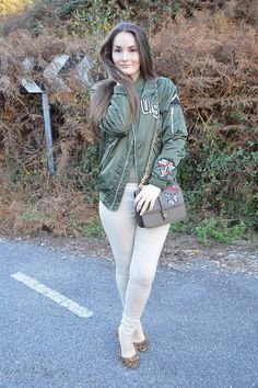 Green bomber  #luztieneunblog #verde #green #bomber #new #pullandbear #look #outfit #invierno #casual #streetstyle #stradivarius #parches #militar #animal print #flats #winter #jeans #2017 #fashionblogger