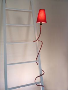 The climbing lamp is a flexible light that can be shaped to your needs and mood. It is made of used climbing ropes that have been in action in various places all over the world. Unique Lighting, Vintage Lighting, Lighting Ideas, Cool Light Fixtures, Climbing Rope, Mountain Climbing, Escalade, Old Lamps, Work Lights